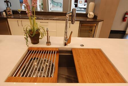 Chicago Kitchen Remodeling: What\'s Important in a Faucet?